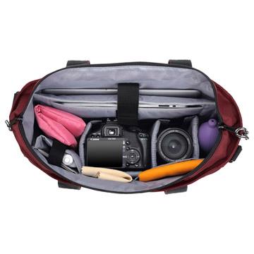 収納例:レンズ付き一眼レフカメラと、交換レンズ1本の収納が可能。