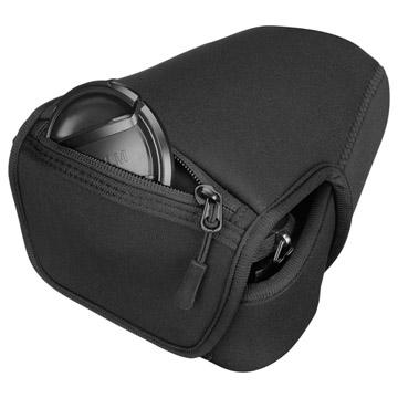 収納例2:背面にはレンズキャップ等の収納ポケット付き