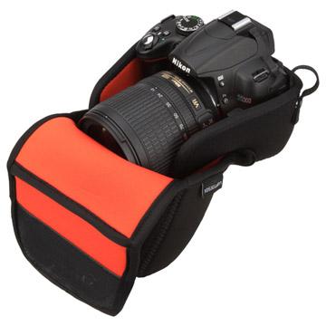 収納例1:レンズをしっかり守るガード付き