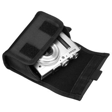 収納例:大きめのコンパクトカメラに最適