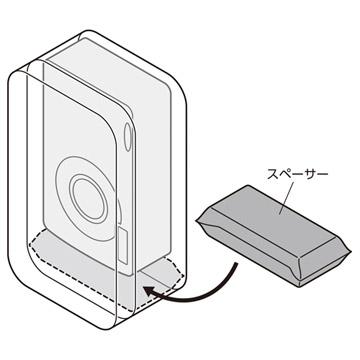 付属のスペーサーを背面側収納部の底に敷くことでカメラが取り出しやすくなります。