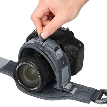 レンズ径に合わせて調整。直径110mmまで収納可能。