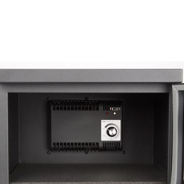 除湿ユニット:ダイヤルを回すだけの簡単設定。稼働時にはランプが点滅します。