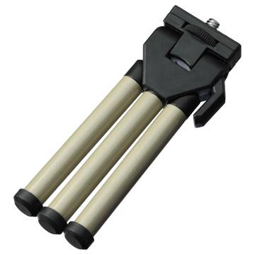 携帯性の高いフラットな脚で薄く短い収納寸法
