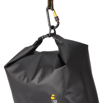 落下・紛失防止のヒモやカラビナを付けられる便利なDリング。