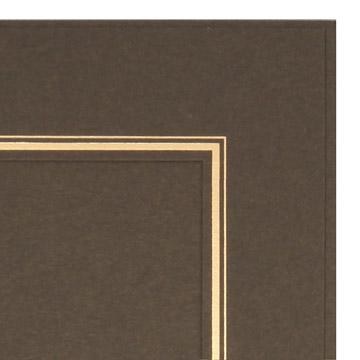 中額のフチには写真を引き立てる2本の金線が施されています