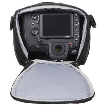 70-200mm f2.8望遠レンズを装着した、一眼レフカメラを収納可能
