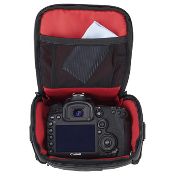 カメラの形状に合った収納部
