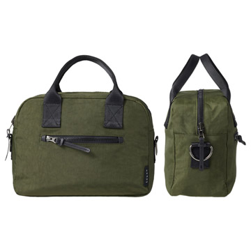 シンプルなハンドバッグスタイル