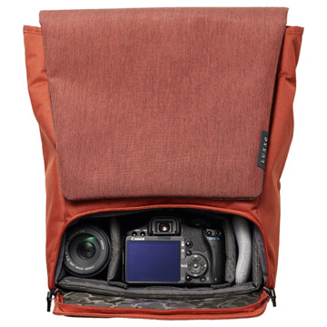 カメラ収納部