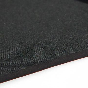 伸縮性とクッション性に優れた伸縮素材(写真はブラック)