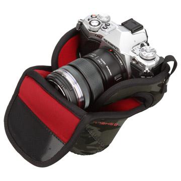 カメラの形状にフィットしスリムに収納