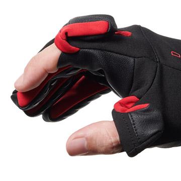 指先の開閉部分は、衣服や肌を傷つけないマグネット式