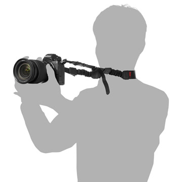 カメラを構えた際に安定するバンジー構造
