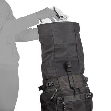 着替えなど増えた荷物を収納可能なロールトップ収納部