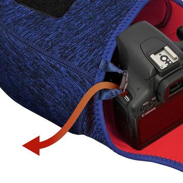 ケースをお手持ちのストラップに繋げたまま撮影が可能