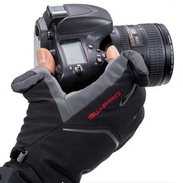 手の動きを妨げずカメラを操作可能な立体裁断フォルム