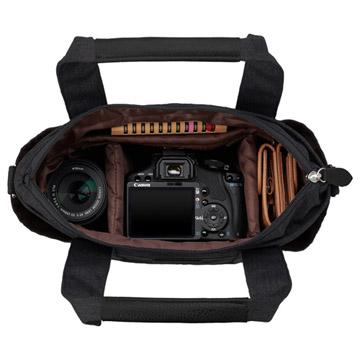 一眼カメラと小物類を収納可能