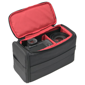 高級ミラーレスカメラ1台、レンズ2本を収納可能