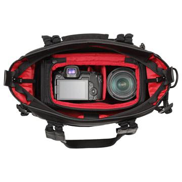 使用例1:別売のインナーボックスを入れるとカメラバッグとしても使えます