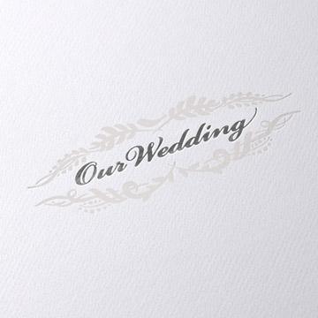 銀箔の『Our Wedding』文字にパール箔の飾り模様