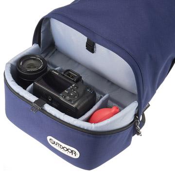 下段の収納部にはエントリークラスの一眼レフカメラと交換レンズの収納が可能
