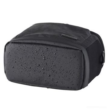 底面は防汚性と防水性に優れたターポリン素材を採用