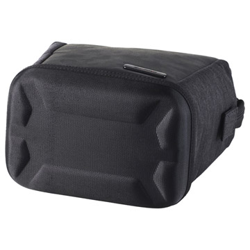 底面の立体成型ハードシェルにより、外圧や衝撃からカメラをしっかり保護