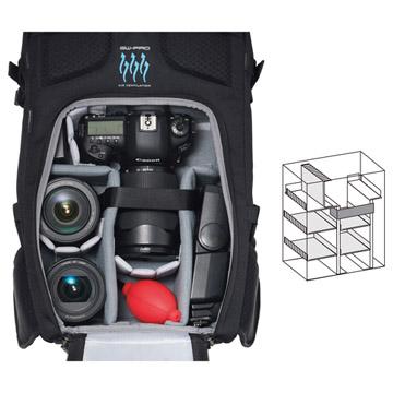 背面アクセス構造のカメラ収納部