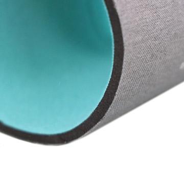 伸縮性とクッション性に優れた素材(写真はメランジグレー)