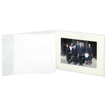 写真を引き立てる空押しラインの中額