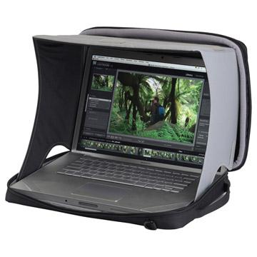 使用例:15.4インチワイド液晶ノートPCまでが入るケース付き