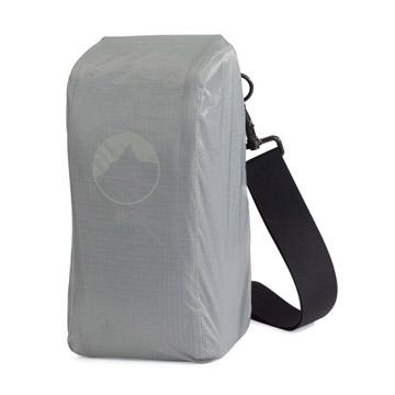付属のオールウェザーAWカバーにて、不意の雨や砂ボコリからケースと機材を守ります