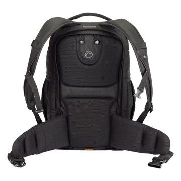 背面:ウエストベルト部の厚いパッドが大きな荷重を腰部でしっかり支えます。