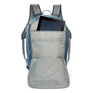収納例2:iPadなど小物も入ります(写真はカラー:ブルーです)