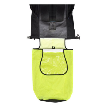 大型インナーポケット付きなので濡れた物と乾いた物を同時に収納可能