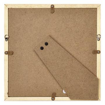 背面:折り畳み式スタンドと壁に飾るための金具が標準装備