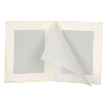 見開き:和紙がついています