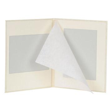 見開き:お写真をやさしく守る和紙付きタイプです。